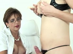adulterous-british-milf-lady-sonia-flashes-her-heavy-breasts
