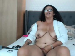 kinky-bbw-dezijones-with-pierced-on-nipples-masturbates