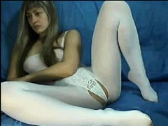 webcam-mommy-in-white-catsuit-elizbeth-live