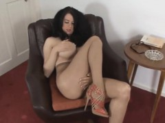 hot-babe-in-pantyhose