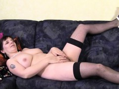 amateur-mature-mommy-plays-with-he-alma-from-1fuckdatecom