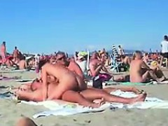 cuckolding-in-a-topless-beach-gets-recorded