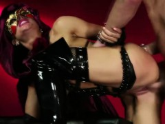 the-devil-mistress-tests-her-new-servant