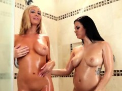 glamour-lesbian-girlfriends-wet-and-sexy-shower-sex