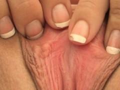 alannah-solo-amateur-brunette-fingers-anal