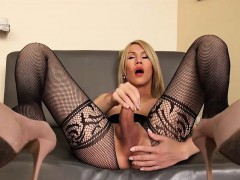 shemale-filled-her-ass-with-big-dildo