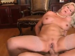 mature-mommy-and-young-amigo-detra