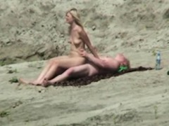 spycam-amateur-fuck-in-the-beach-by-oopscams