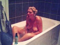 sarad-relaxing-in-bathtub