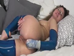 oiled up latex milf fists her booty on cam