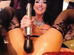 adorable-camgirl-gives-a-masturbation-sex-show