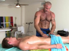 Sexy Hunk Is Getting His Ramrod Sucked By Homosexual Rubber