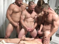 muscle-jock-anal-sex-and-cumshot