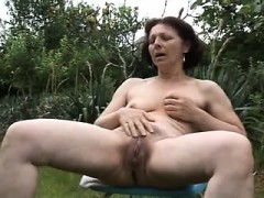 Mature mama jetting Izetta from dates25com