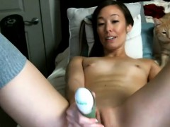 Beauty Skinny Camgirl Plays With Her Twat