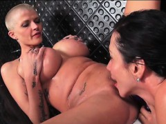 rub-a-dub-dub-ariella-ferrera-and-joslyn-james-in-a-tub