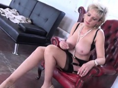 Unfaithful British Mature Lady Sonia Flashes Her Heavy Puppi