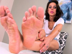 Tattooed Shemale Playing With Her Feet
