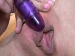 lovely-blonde-babe-solo-pussy-masturbation-sex-tape