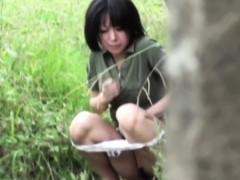 japanese-teen-urinating