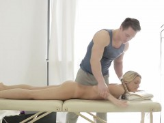 jessi-gold-is-a-little-shy-to-be-all-naked-on-a-massage