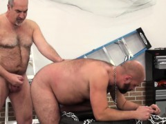 deepthroating-bear-gets-his-ass-barebacked