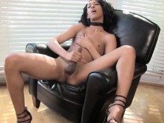 ebony-femboi-in-highheels-masturbating-nicely