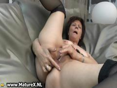 experienced-mature-lady-loves-to-finger-part6