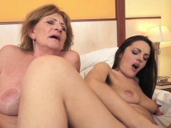 les-granny-with-bigtits-gets-pussylicked