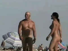 amazing-nudity-of-some-babes-on-the-beach