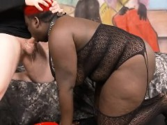fat-black-ghetto-whore-getting-her-face-totally-destroyed