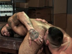 muscle-bear-flip-flop-with-anal-cumshot