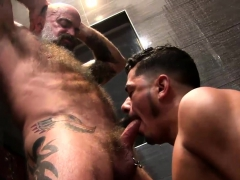 nate-and-cesar-shower-fucking