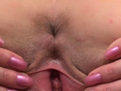 Kissable Teenie Is Gaping Soft Honey Pot In Closeup And Comi