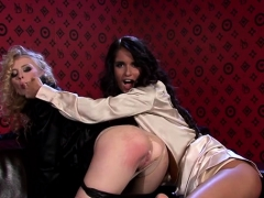 lesbian playgirl gets muffin licked with a toy up her ass