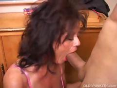 gorgeous-mature-babe-gives-a-blowjob-lesson