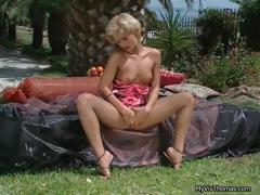 horny-blonde-babe-showing-part1
