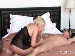 blondie-giving-blowjob-in-bed