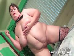 mature-hooker-pleasing-her-pussy