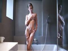 smart-babe-teasing-during-shower