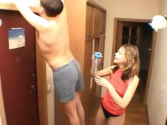 amateurs-couple-handjob-at-corridor