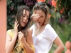 beautiful-teens-in-the-rain