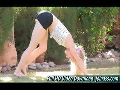 bella-nude-yoga-instruction-video