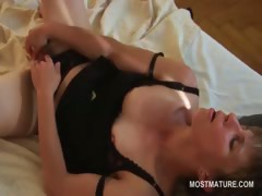 lusty-sweet-mature-babe-vibing-her-clit-to-orgasm