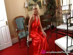 courtney-b-looking-gorgeous-in-slinky-evening-dress-and