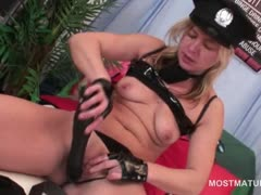 blonde-mature-teasing-her-fuck-hole-with-a-big-dildo