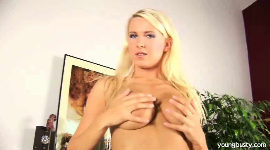 Cute Blond Teen Masturbating