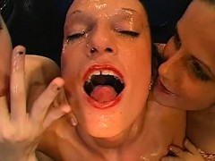 wild-cunt-pleasuring-for-lovely-babes