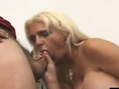 blonde-cougar-fucks-the-delivery-man