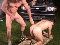 Beefy Gay Outdoor Fucking